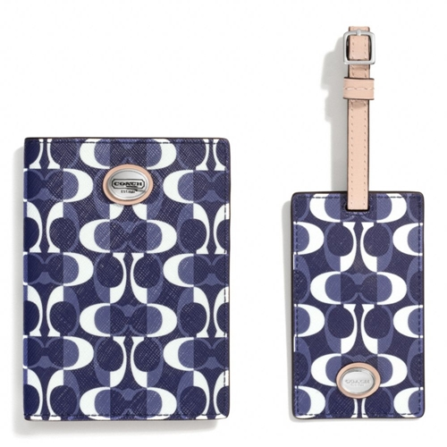 Picture of COACH Boxed Dream C Passport Case & Luggage Tag Set